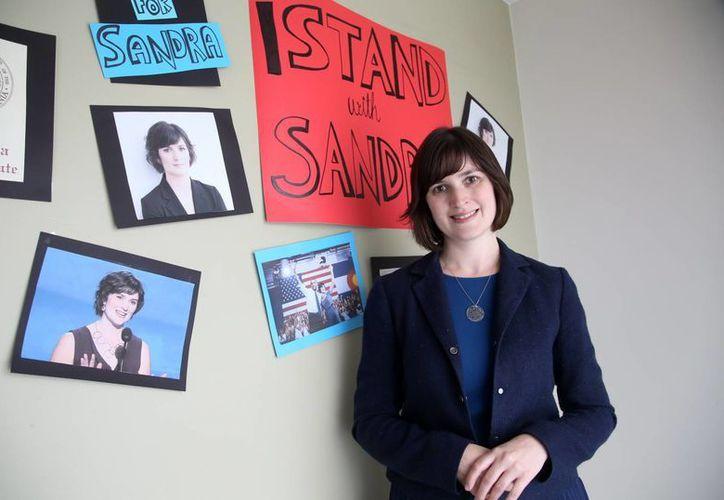 Sandra Fluke posa para una fotografía en su oficina de campaña en Los Angeles. (Agencias)