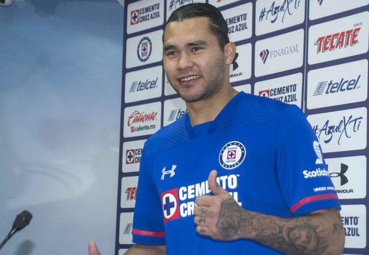 El futbolista compró unas latas de cerveza luego de su entrenamiento con Cruz Azul. (Foto: AS México)