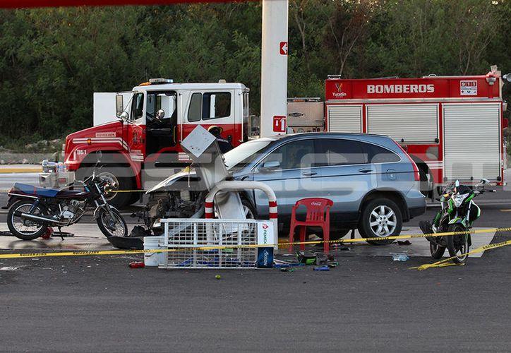 El conductor se fue directo contra una bomba de gasolina. (Martín González)