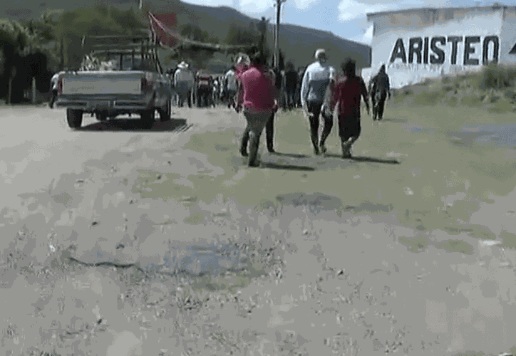 los féretros con los cuerpos fueron llevados a la localidad de Tianguistengo. (López Dóriga Digital)