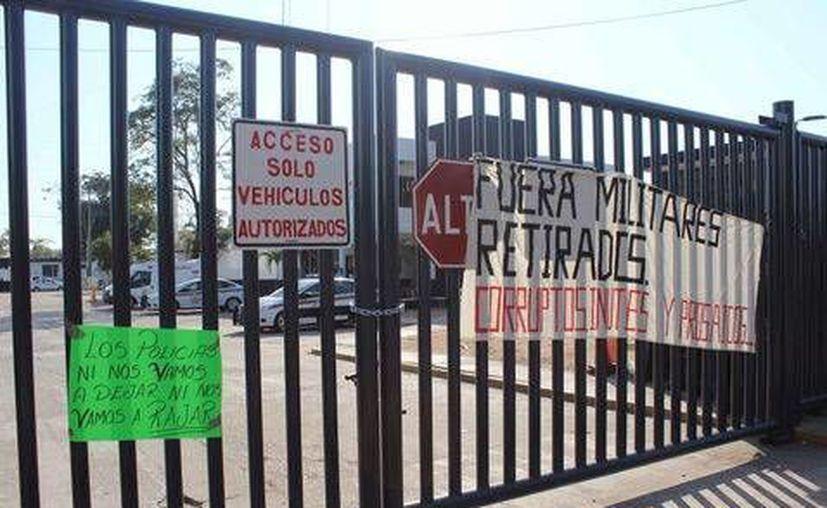 Policías exigen la salida del titular de la SSP de Tabasco. (Antonio Villegas)