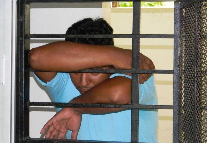 Según dijeron, las vendas que les hallaron son para curar a la abuela de uno de los presuntos secuestradores. (Luis Fuente/SIPSE)