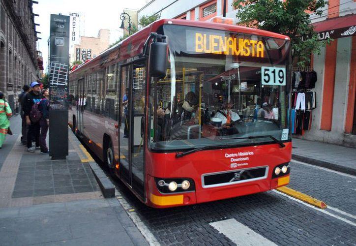 El operador del Metrobús 509 de la Ruta Buenavista-Aeropuerto de la Línea 4 continuó su recorrido pese a haber sido reportado. (Foto: Contexto)