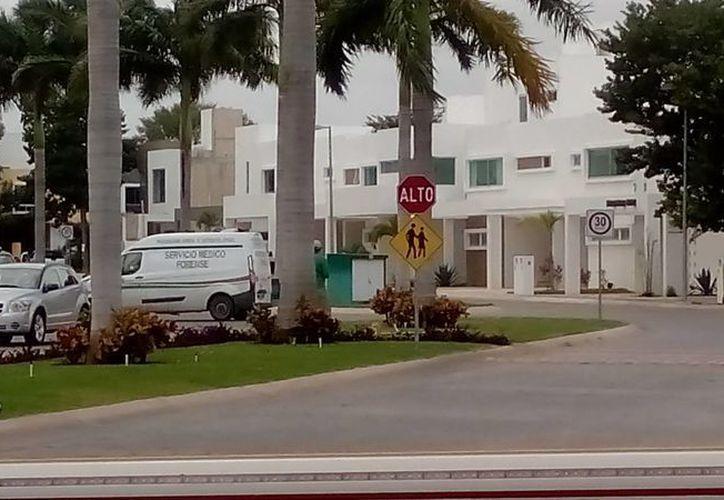El reporte del deceso se registró en un domicilio de la calle privada Palma Real de la Supermanzana 310. (Eric Galindo/SIPSE)
