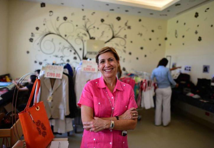 """Rosanette Mantecón Ponce de Díaz, Presidenta de la Fundación Country Club afirma: """"Nos transformamos de asociación a Institución de Asistencia Privada,  ahora somos ejecutivas"""". (Milenio Novedades)"""