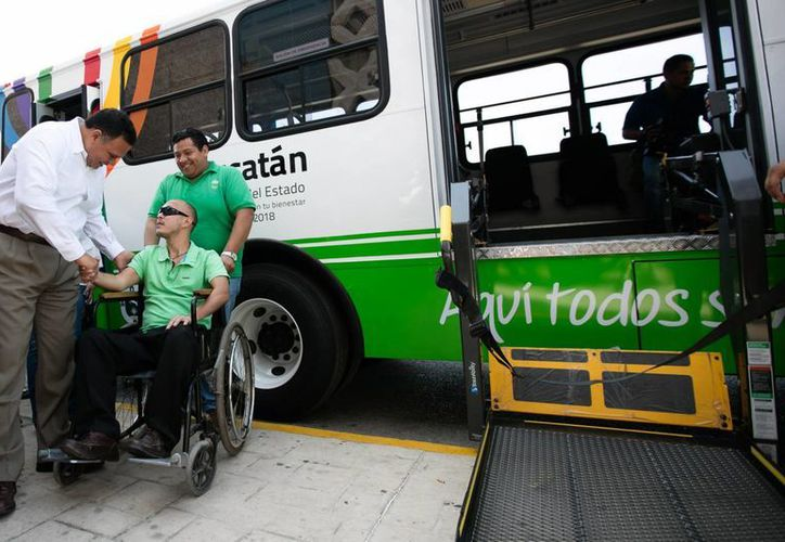 Yucatán cuenta con seis nuevos autobuses adaptados para atender a habitantes de seis municipios. (Fotos cortesía del Gobierno)