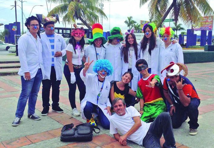 Un total de 30 grupos de la UNID eligen una labor o programa social en el cual participar durante cada cuatrimestre, entre estos programas se encuentra el 'Doctor Sonrisas'. (Sergio Orozco/SIPSE)