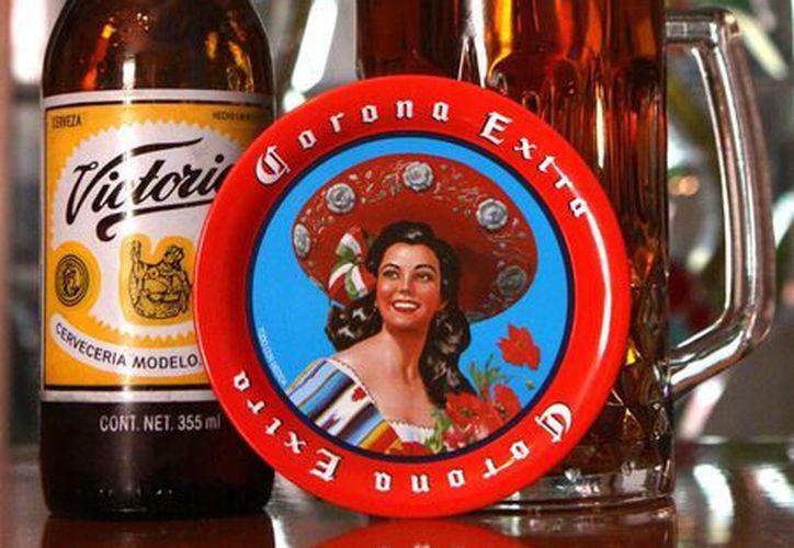 Después de que en 2012 'AB InBev' adquirió el grupo mexicano Modelo, la marca Corona pasó al portafolio global de la gigante cervecera. (EFE/Archivo)