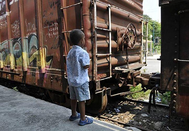 El gobierno mexicano deportó a nueve mil 893 niños durante el 2013. (tvnws.com)
