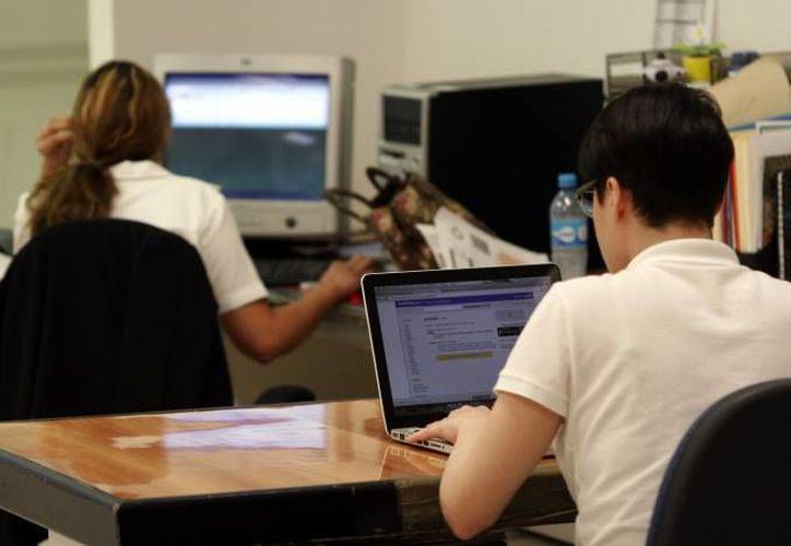 Los jóvenes millennianls buscan y aprenden en internet. (Archivo/ SIPSE)