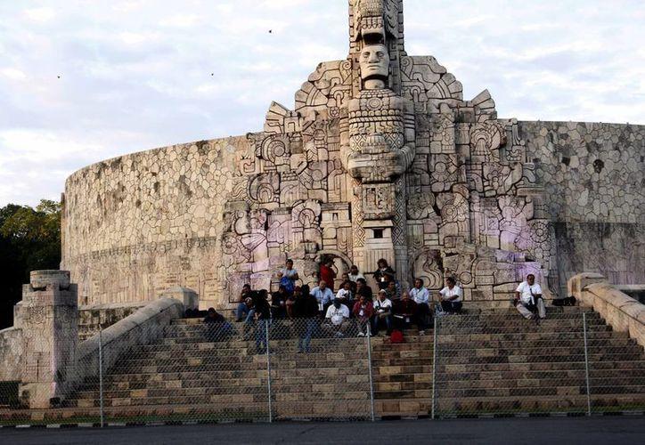 El Monumento a la Patria fue cubierto con malla ciclónica desde hace algunos días. (Juan Albornoz/SIPSE)
