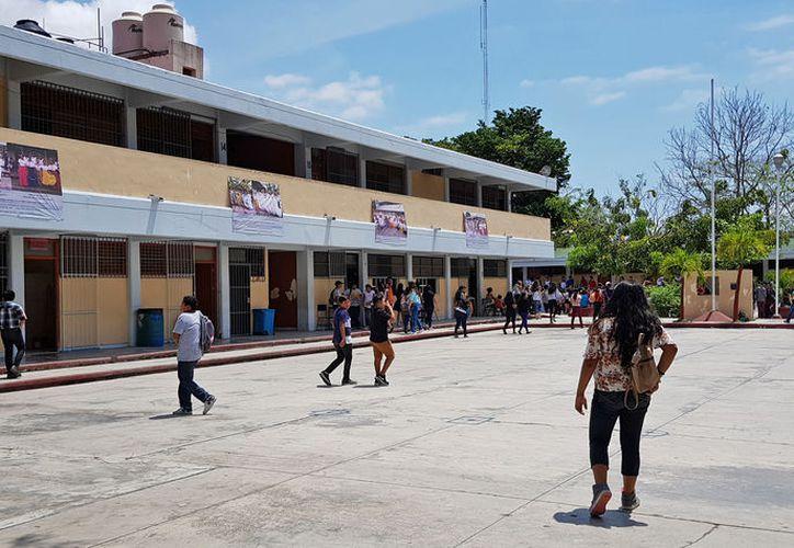 Algunas escuelas organizaron festivales dentro de los salones. (Jesús Tijerina/SIPSE)