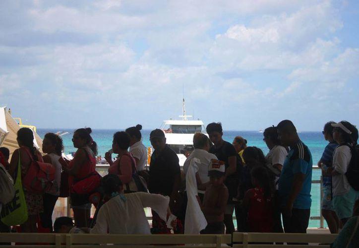 Se espera que este fin de semana haya una gran afluencia de pasajeros en el muelle fiscal de Playa del Carmen. (Daniel Pacheco/SIPSE)