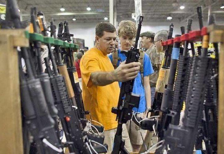 Pensilvania prohíbe a sus municipalidades aplicar ordenanzas sobre armas de fuego que rebasen la ley estatal. (Archivo/AP)