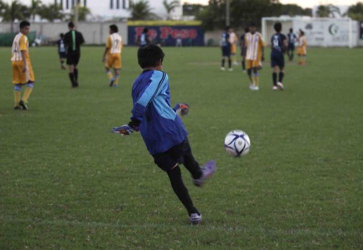 Los jóvenes competirán por los tres primeros lugares y el campeón goleador. (Redacción/SIPSE)