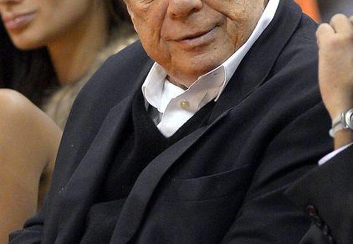 El propietario de los Clippers de Los Angeles Donald Sterling fotografiado durante un partido contra los Kings de Sacramento, el 25 de octubre de 2013. (Agencias)