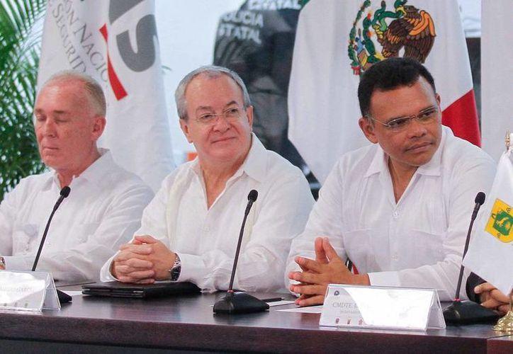 Monte Alejandro Rubido (c) presentó cifras sobre el descenso del índice de delincuencia en la Segunda Conferencia Regional de Secretarios de Seguridad Pública. (Notimex)