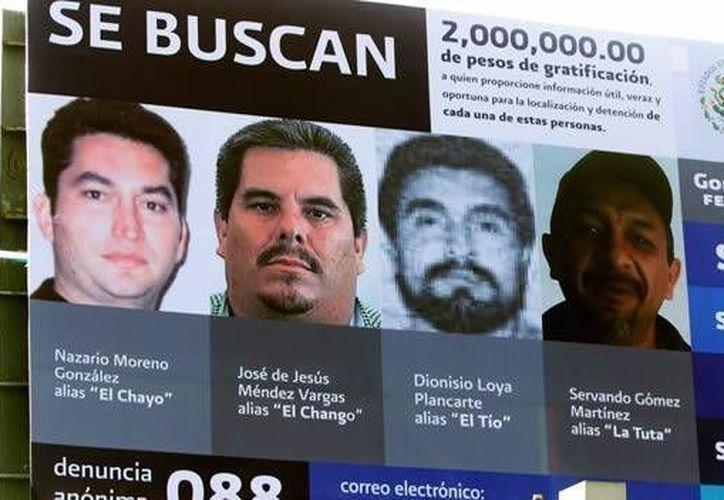 Publicidad del gobierno federal en el que se ofrecía una recompensa millonaria por la captura de <i>El Chayo</i> (i) y otros criminales. (cnn.com/Archivo)