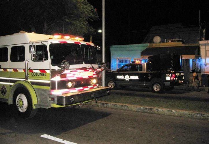 Una olla de comida que se quemaba provocó la movilización de los bomberos hacia la colonia Maravilla la noche del jueves.  (Redacción/SIPSE)