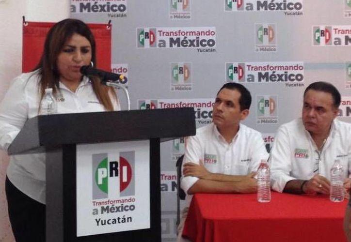 La regidora Alejandra Cerón Grajales durante la presentación de su informe. (SIPSE)