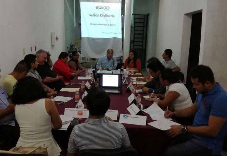 Durante una sesión ordinaria, las autoridades presentaron varios acuerdos. (Sara Cauich /SIPSE)