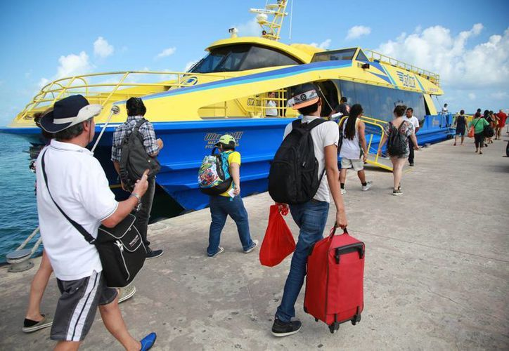 Promocionan paquetes especiales al turismo nacional. (Yajahira Valtierra/SIPSE)
