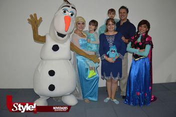 Krista Webb Vara, festeja su cumpleaños con temática de Frozen