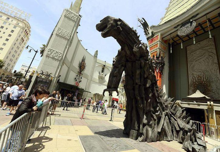 En la nueva versión del monstruo prehistórico no podía faltar el tinte radiactivo. (EFE)