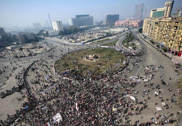Vista general de la plaza de Tahrir donde los manifestantes egipcios celebraron el aniversario de la revolución del 25 de enero en El Cairo. (EFE)