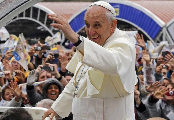 El Papa tenía previsto después de la homilía acudir a la Tribuna Benedicto XVI, en la parte externa del templo. (Agencias)