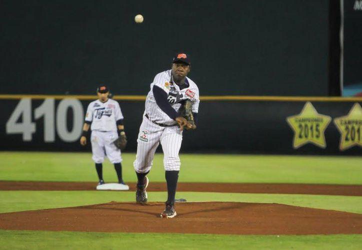José Contreras, pelotero de los Tigres de Quintana Roo, anunció su retiro del béisbol a sus 44 años. (Redacción/SIPSE)