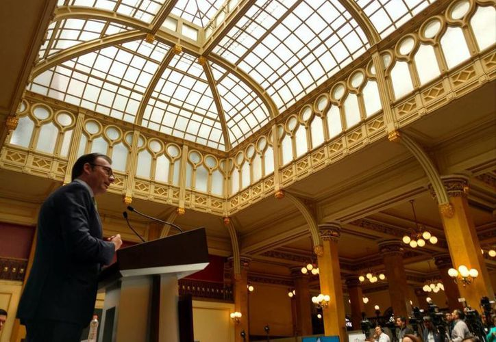 Imagen del secretario de Hacienda, Luis Videgaray, en el emblemático Palacio Postal donde presentó las nuevas opciones para el ahorro voluntario en las Afores, el pasado 10 de agosto. (@LVidegaray)