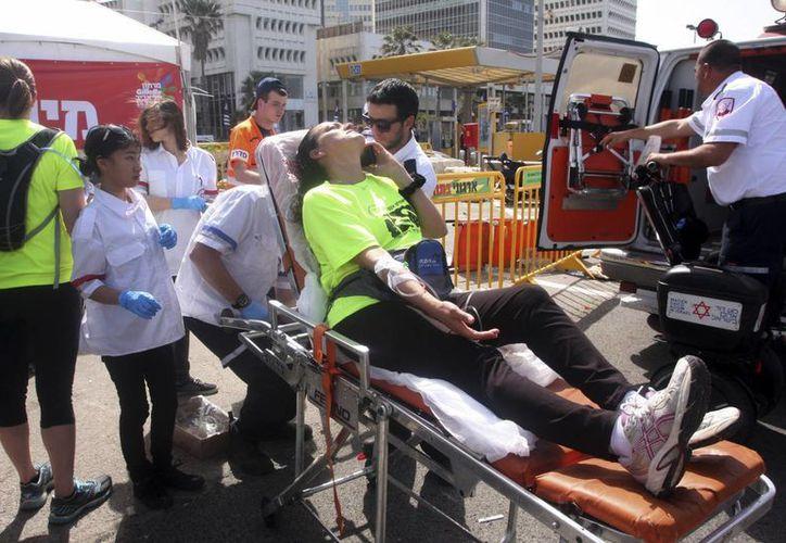 Fueron casi 50 deportistas los que precisaron asistencia médica por deshidratación, fatiga y desmayos. (Agencias)