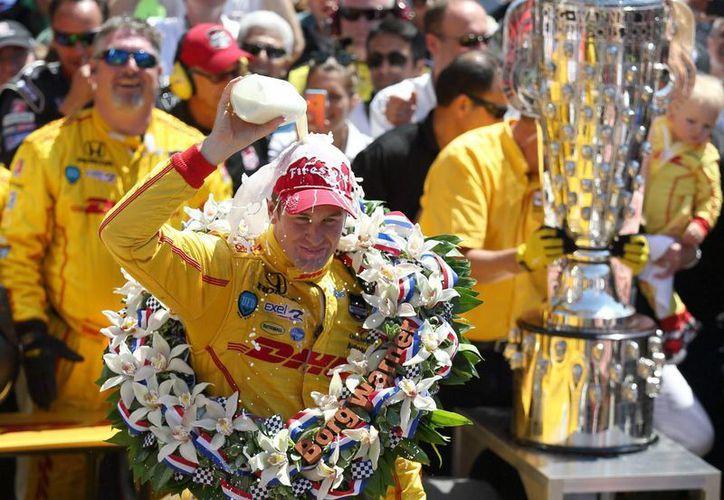 Ryan Hunter-Reay logra por 60 milésimas su primera victoria en la Indy 500. (EFE)
