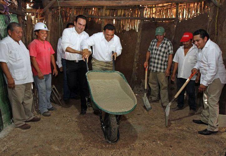 El gobernador de Yucatán, Rolando Zapata Bello, en una de las actividades que encabezó este miércoles. (SIPSE)