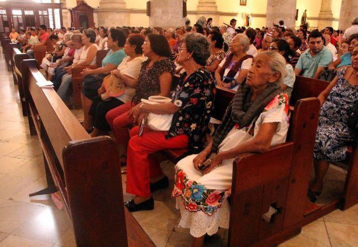 """Cientos de personas asistieron a la celebración eucarística de la """"Epifanía del señor"""" en la Santa Iglesia Catedral. (Milenio Novedades)"""