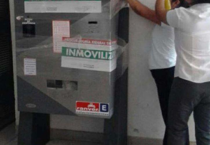 Profeco clausura máquinas de cobro de estacionamiento en plaza Las Américas. (Redacción/SIPSE)