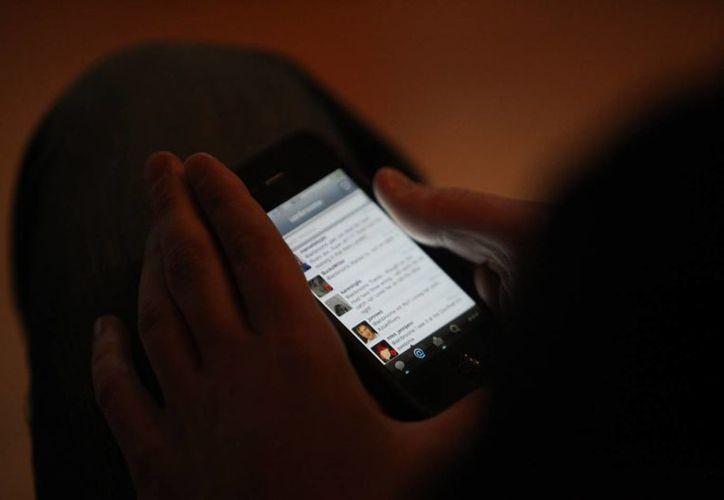 Los usuarios de Nextel y Telcel podrán activar en sus dispositivos móviles el servicio de alertas de Twitter. (clearchannel.co)