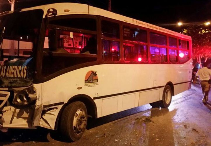 Una pasajera resultó herida por lo que fue trasladada al IMSS de la 510. (Redacción/SIPSE)