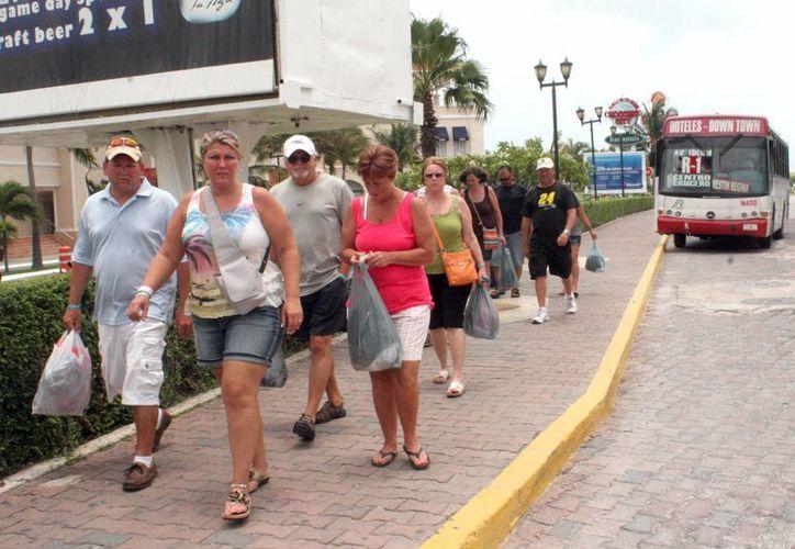 El gasto promedio que realiza un turista al adquirir recuerdos o tour fue de 150 dólares. (Tomás Álvarez/SIPSE)