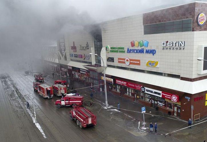 Las autoridades de la provincia de Kémerovo declararán tres días de luto por los fallecidos en el incendio a partir de este martes. (RT)