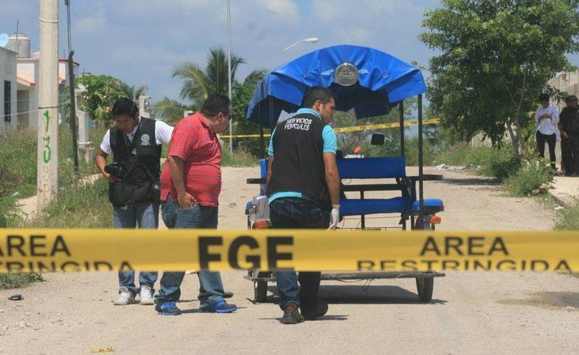 Agentes de la FGE llegaron al lugar para analizan la escena donde se produjo el tiroteo en Kanasín. (Jorge Sosa/SIPSE)
