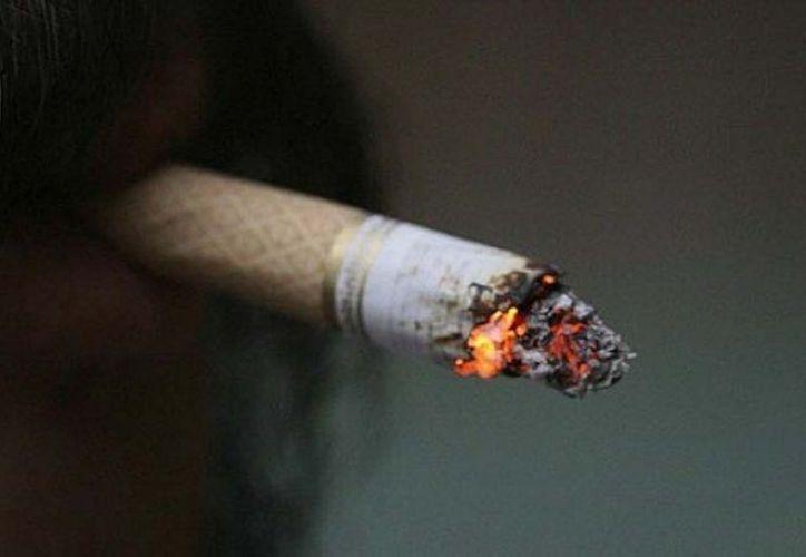"""Por ahora la Comisión Europea sólo se opone a los cigarrillos con sabor a vainilla o menta, pero tiene en la mira los llamados """"delgados"""". (Notimex)"""