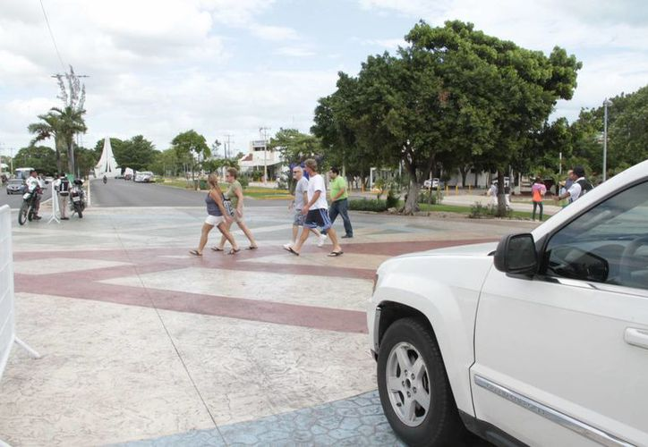 En los próximos días el semáforo esté listo para ser colocado en el cruce de peatones. (Teresa Pérez/SIPSE)