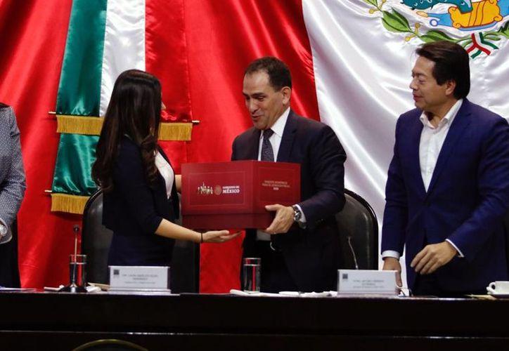 El Secretario de Hacienda, Arturo Herrrera, entregó hoy a la Cámara de Diputados el proyecto de Paquete Económico 2020. (Agencia Reforma)