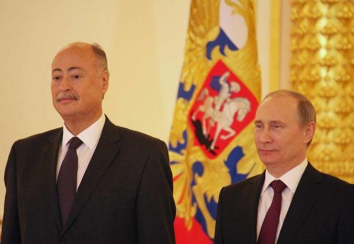 Rubén Beltrán (i), quien destacó el avance del intercambio comercial entre México y Rusia, aparece al lado de  Vladimir Putin. (embamex.sre.gob.mx/Archivo)