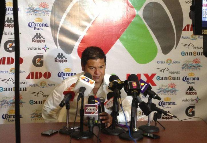 Daniel Guzmán, técnico del Atlante, pide a jugadores entrega. (Ángel Mazariego/SIPSE)