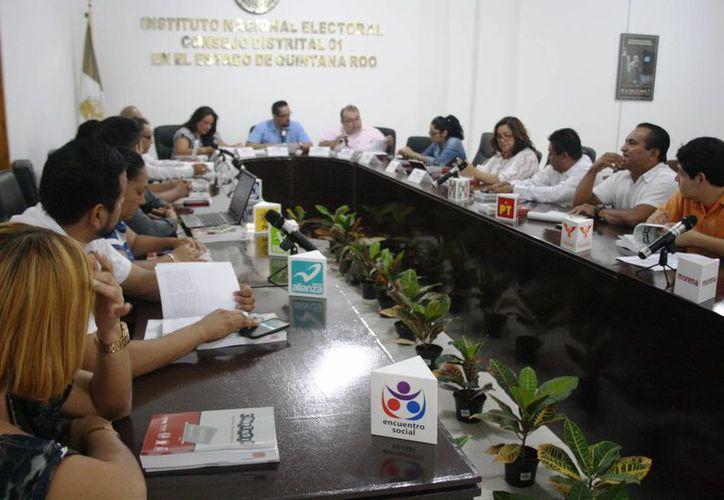 La propuesta de crear un consejo de 'vigilancia' de las elecciones fue desechada ayer por el Consejo Electoral del Distrito 01 del INE. (Octavio Martínez/SIPSE)