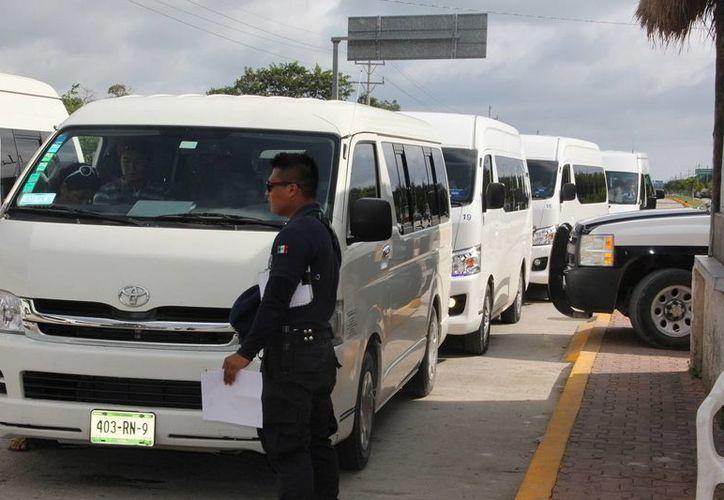 Los 12 vehículos de la transportadora, que fueron remitidos al corralon, no podrán seguir operando. (Rossy López/SIPSE)