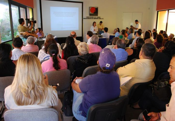 En el marco de la consulta pública, los representantes de la gestora ambiental no coincidieron con los especialistas y científicos. (Tomás Álvarez/SIPSE)